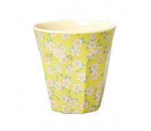 Kubek w drobne kwiatuszki żółty
