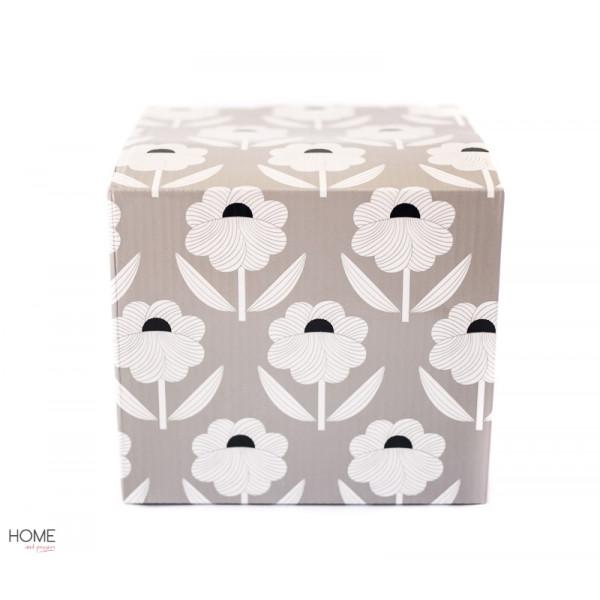 pojemnik porcelanowy w kwiaty