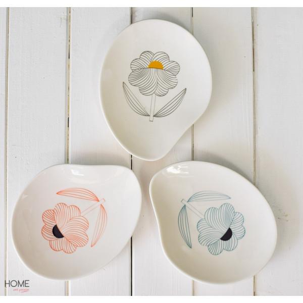 Talerze porcelanowe w kwiaty