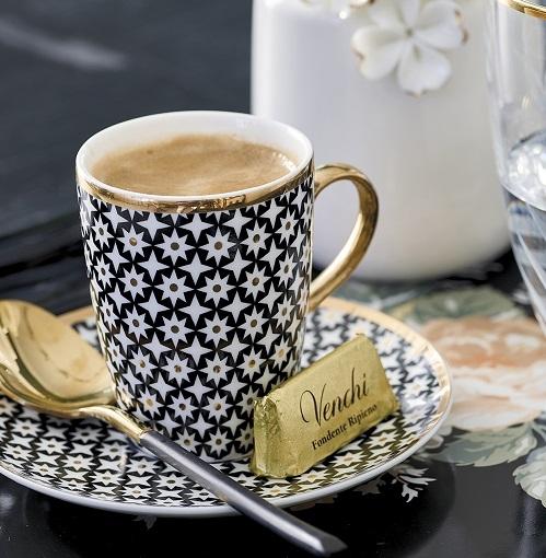 Podpowiadamy jak parzyć aromatyczną kawę i efektownie serwować gościom