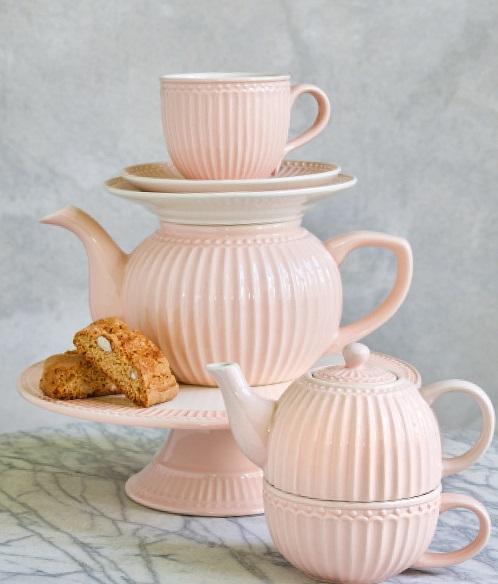 Pastelowe naczynia i dodatki do kuchni, które ożywią wnętrze