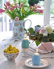 Kolorowa zastawa wielkanocna – jak z pomysłem udekorować stół?