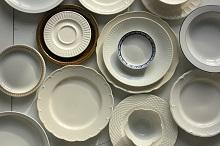 Porcelanowe talerzyki deserowe - jak je wybrać?