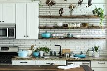 Porcelanowe dodatki do białej kuchni – poznaj możliwości