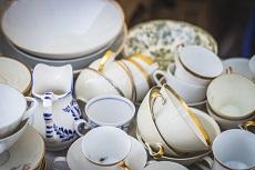 Jak bezpiecznie spakować szkło i porcelanę przy przeprowadzce?