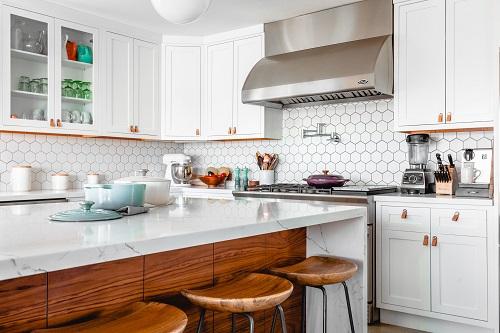 Wyposażenie kuchni – lista niezbędnych rzeczy na nowe mieszkanie